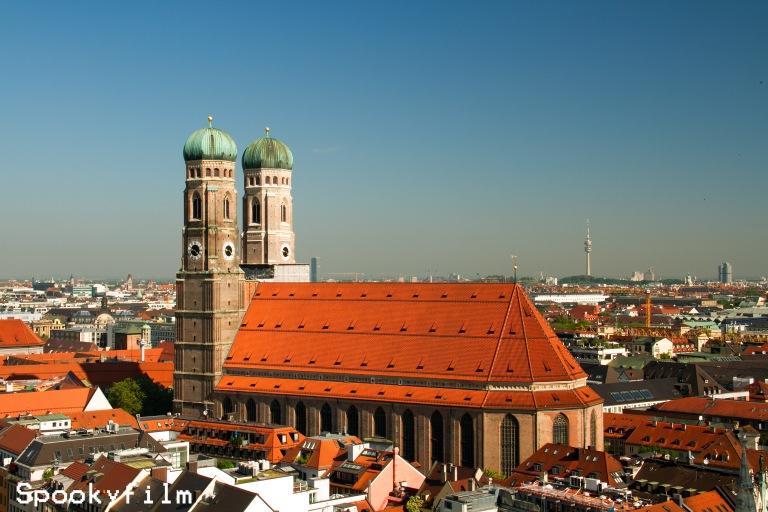 Frauenkirche mit Olympiaturm