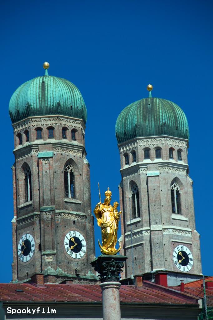 Frauenkirche mit Mariensäule