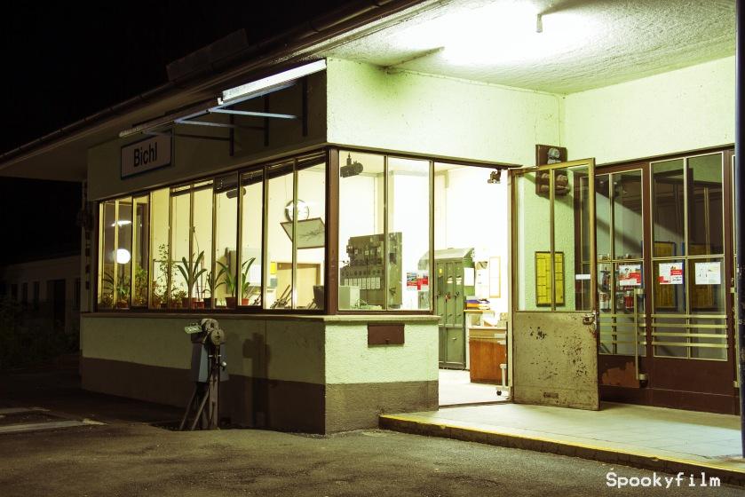 Bahnhof Bichl bei Nacht